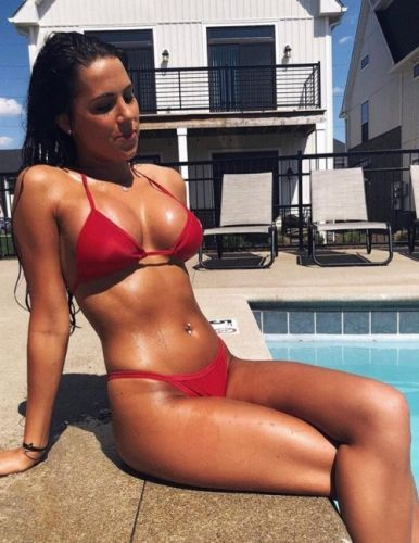 Clearfitgirls:Oiled up Source: reddit.com