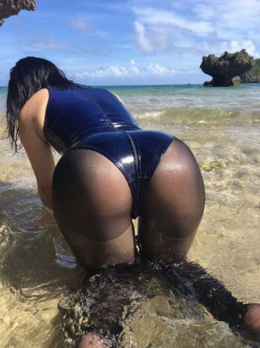 Wetswimsuitsextoy: This hostess lost her watch coz she play at beach not club!!!!!💥💋💥💋💥💋💥🖤🖤