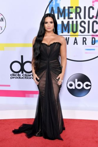 All the Best Looks on the AMAs Red Carpet