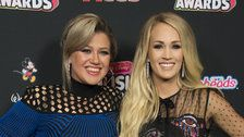 Kelly Clarkson Hilariously Shuts Down 'Secret Feud' Rumors With Carrie Underwood