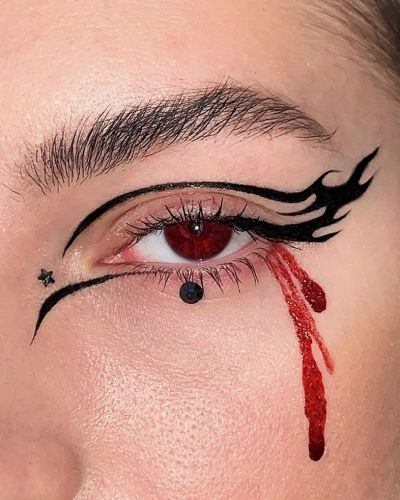 Calling all spooky bitches! Try this dark beauty trend post-Halloween